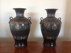 Pair of cloisonné enamelled copper vases - Japan - Early 20th century