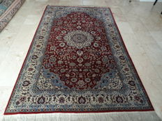 Persian, hand-knotted carpet – Isfahan – 252 x 153 cm – wool
