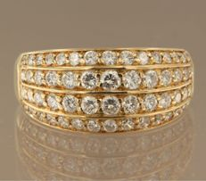 18 kt yellow gold ring set with 36 brilliant cut diamonds, approx. 1.00 carat in total, ring size 18 (56)