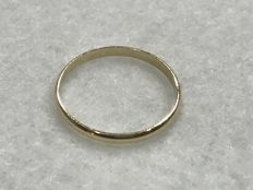18 kt gold ring – Size: 14