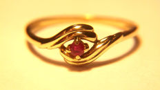18 kt yellow gold ring with one 0.07 ct ruby - size 54