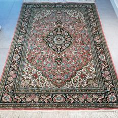 Fantastically detailed 100% silk Isfahan oriental carpet – 184 x 126 – 1,000,000 kn/m²
