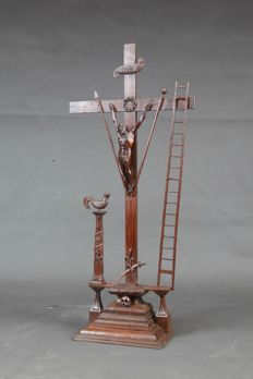 A very fine carved Christ figure on the cross, with several symbolic attributes - France / Flanders - 18th century.