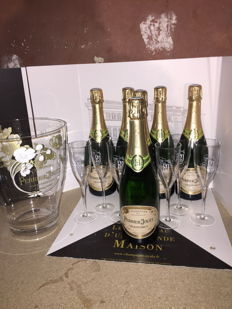 Perrier Jouet Champagne Grand Brut & 1x Perrier Jouet Champagne Cooler & 6x Perrier Jouet Champagne Flutes