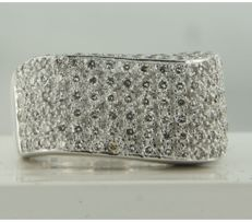 18 kt white gold ring set with 160 brilliant cut diamonds, approx. 2.00 carat in total, ring size 17.5 (55)