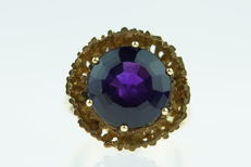 14 kt gold ring set with amethyst - ring size 17.5