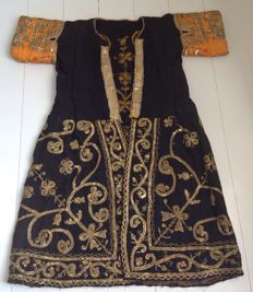 Wedding dress covered with embroideries with golden metallic thread - Tunisia - Tunis or cities of the Sahel