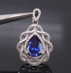 Beautiful 18 Kt White Gold Pendant of Natural Blue Tanzanite and 92 Brilliant Diamonds - Unworn