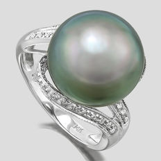 Tahitian Black Pearl 14.25 mm with 30 Diamond 14 K White Gold Ring (No reserve Price)