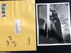 Lizabeth Scott - Original autograph with dedication on b/w photograph with envelope - 1957