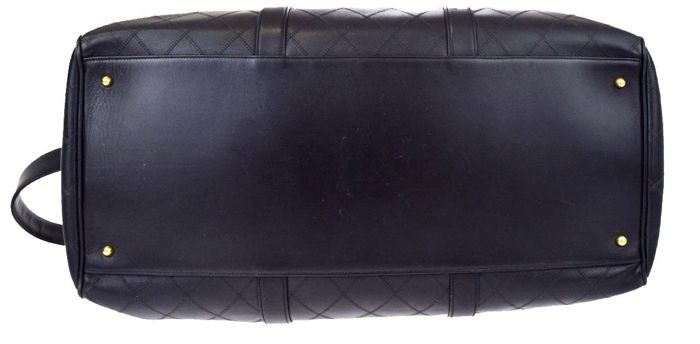 19abc25a4d8238 Chanel – XL travel bag – CC logo - Catawiki