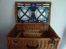 PER Time Out Basket -  Large reed picnic basket for 4 people - Made in England - 36 x 57 x 21 cm