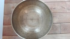 A handmade singing bowl, Diameter: 43 cm - Nepal - Second half of 20th century