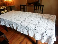 A large crochet, cotton and embroidery hand made tablecloth - 280x170cms, Spain, 20th century