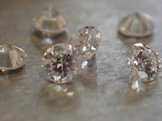 Lot of 6 brilliant-cut Diamonds of 2.40 mm, total weight 0.35 ct, E/VVS, 6 natural diamonds, clarity VVS, colour E, total weight 0.35 ct.