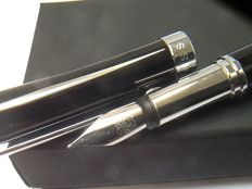 Fountain pen Hugo Boss unused!