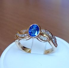 18 kt Gold ring with oval blue sapphire and diamonds ct 0,46 - 54 (EU)
