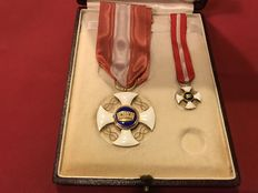 Officer Double Knight's Cross with case - Initials of Victor Emmanuel - 18 ct gold and enamel