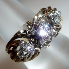 750 kt / 18 gold ring with approx. 0.70 ct. Brilliant cut antique diamonds, ca. 1940, ring size 58 / 18.4 mm