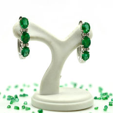 18 kt gold earrings with emeralds and diamonds, 2.05 ct in total -  20 mm - No reserve