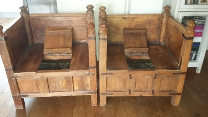 Two authentic teak wood chairs – India – Early 20th century - Catawiki