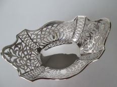 Beautiful silver chocolate basket, George Nathan & Ridley Hayes, Chester, 1899