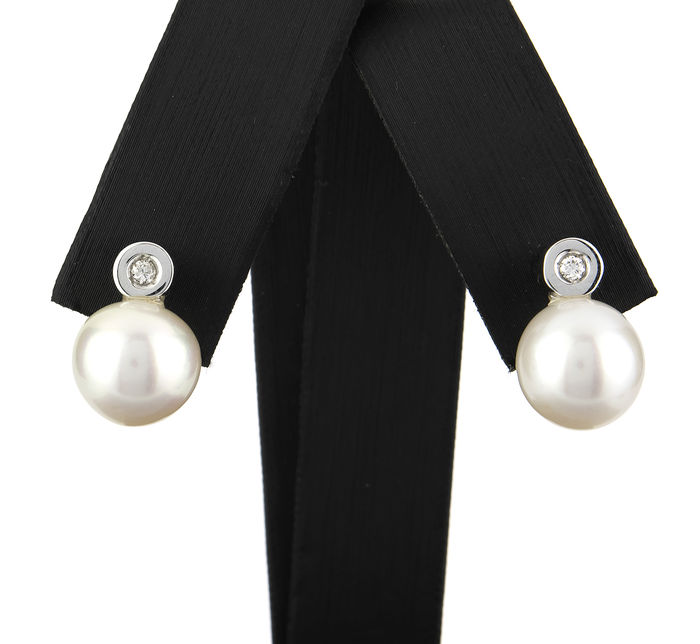 18 kt white gold  - Earrings - Diamonds 0.25 ct  - Australian South Sea pearls - Diameter 10.40 mm