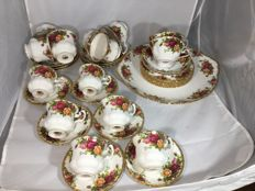 Lot of 35 pieces of Royal Albert dinner service parts