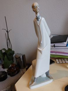 Lladro sculpture - 'The Doctor'