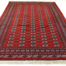 "Signed Bukhara – 318 x 222 cm – ""Large Persian carpet in beautiful condition""."