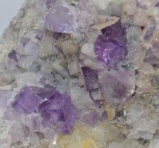 Purple fluorite crystals with quartz  - 20 x 14 cm - 10kg