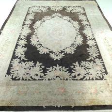 "China – 304 x 212 cm – ""Eye-catcher in 100% silk – Oriental carpet in beautiful condition""."