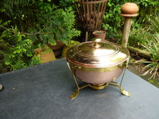 Daalderop red copper pot on brass burner - in the style of the New Art.
