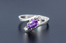 750 white gold ring with an amethyst and 2 diamonds (diamond cut) approx. 0.1ct - size 56