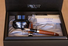 """Exceptional 21K Sailor 1911 Profit  30th Anniversary """"Limited Edition"""" Fountain Pen in Heather Wood. New."""