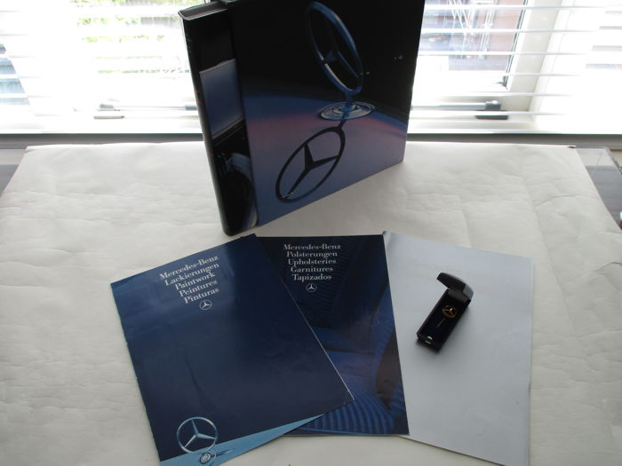 Mercedes - 2 books in case, gilded 250000 KM pin and 3 brochures