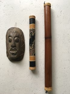 Wall mask in hardwood and 2 rain makers in bamboo
