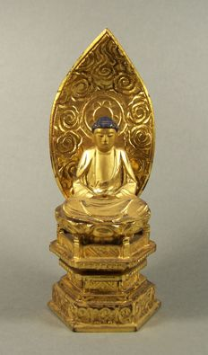 A gilded and black lacquered wood sculpture of Buddha - Japan - ca 1950 (Showa period)