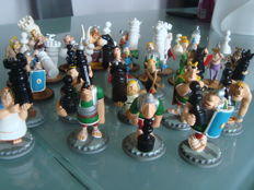 28 Asterix Goscinny Plastoy figurines 2005 chess game