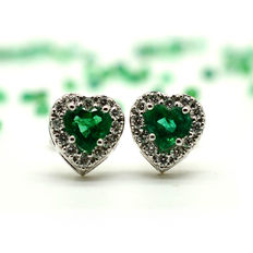 Gold earrings with heart-shaped emeralds and brilliant cut diamonds *NO RESERVE*