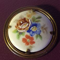 Brooch in brass - medallion in porcelain - Signed: SISCA, period 1940/50, no reserve price