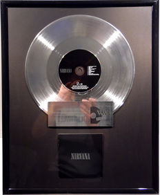 "Nirvana - Nirvana  - 12"" german GeffenMusic platinum plated record with CD and cover by WWA gold Awards"