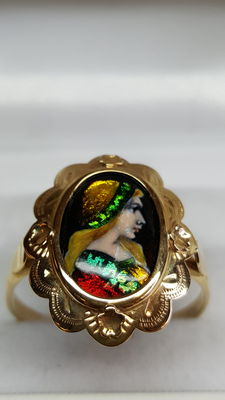 Yellow gold hand-made ring of 14 kt, painted with enamel