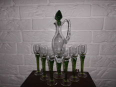 Beautiful elegant liqueur decanter with 6 matching glasses, mouth - blown, all in a solid oak table, beautiful exclusive set!