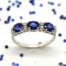 18 kt gold engagement ring with sapphires and brilliant cut diamonds totalling 1.30 ct - Size: 15 - No reserve price