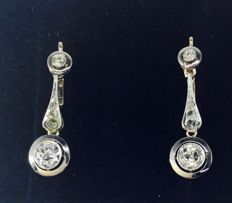 Elegant earrings in 18 kt white and yellow gold, diamonds VS-P with gemmological certificate IGE