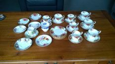 Royal Albert - Very extensive tea & coffee service - 31 piece in excellent condition.