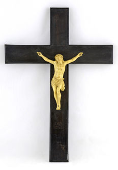Crucifix in ivory imitation or bone imitation -Spain - Early 20th century