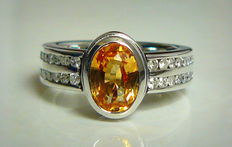 White gold ring with sapphire and diamonds 2.50ct in total -no reserve price-