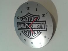Logo Harley Davidsons - 2 thematic clocks: Harley for Fans / Electric drive - Year of manufacture: 2015/16